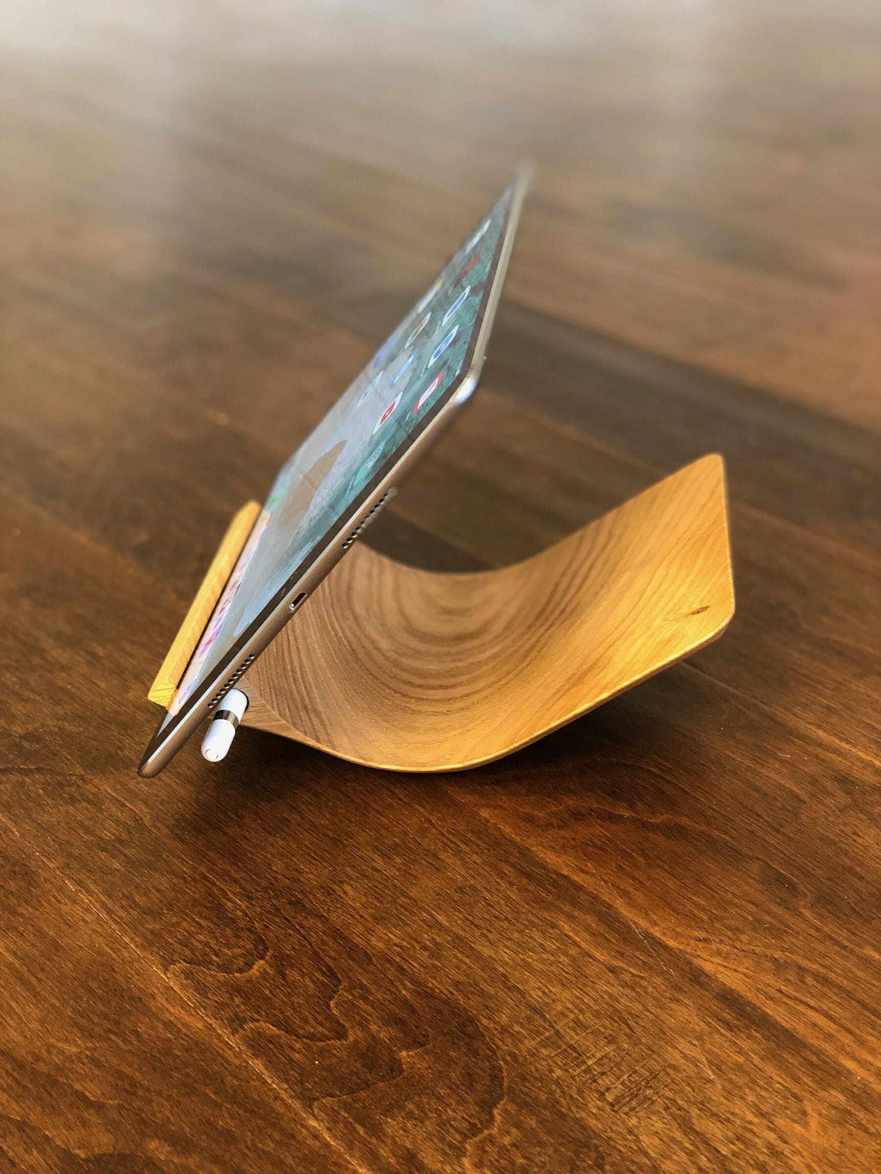 Yohann iPad Stand with iPad Pro