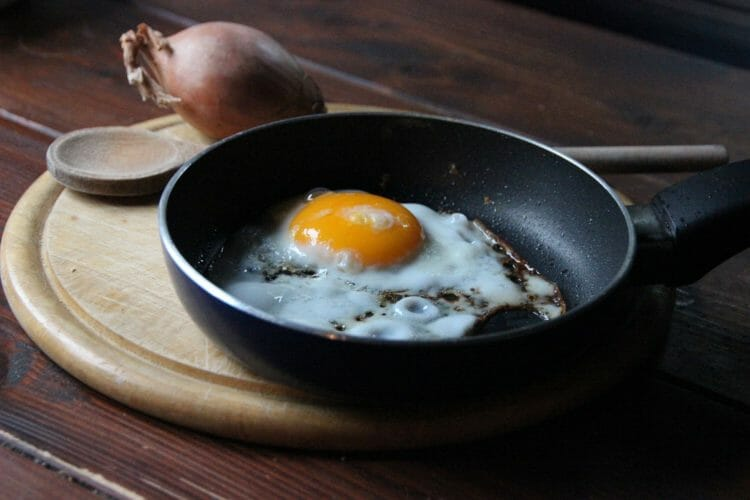 Color of the egg yolk an indication of nutritional value?