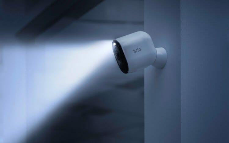 Arlo Ultra - Integrated Spotlight