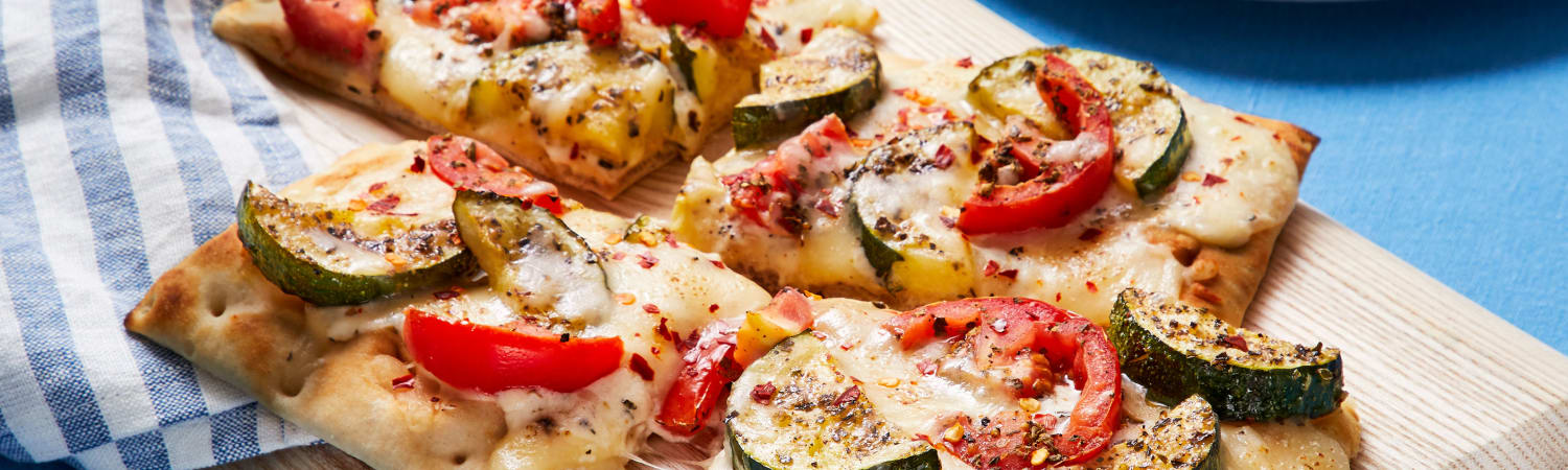 EveryPlate - Garlicky White Sauce Flatbread With Roasted Garlic, Zucchini, And Tomato