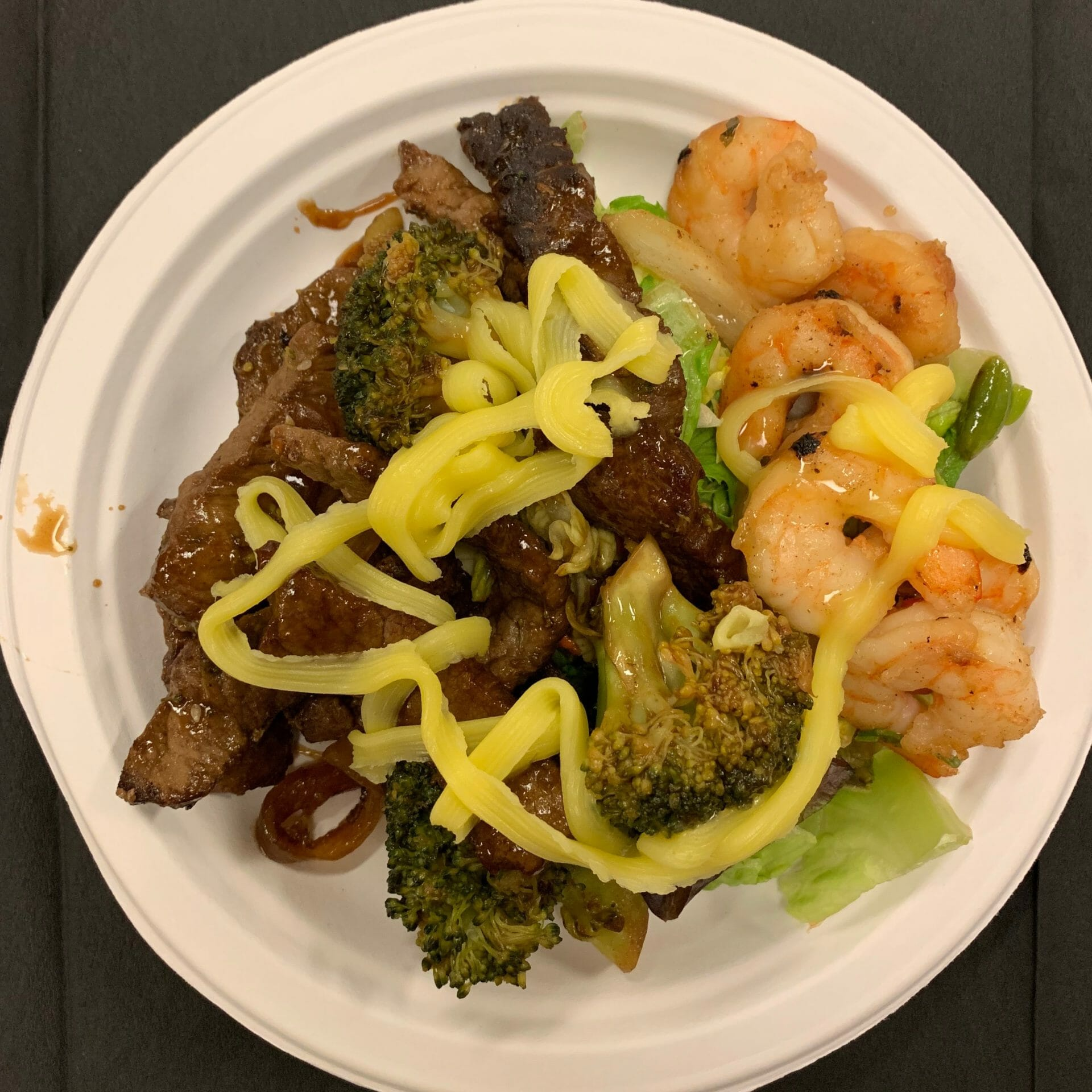 Mongolian beef with broccoli, shrimp and lettuce (tradeshow)