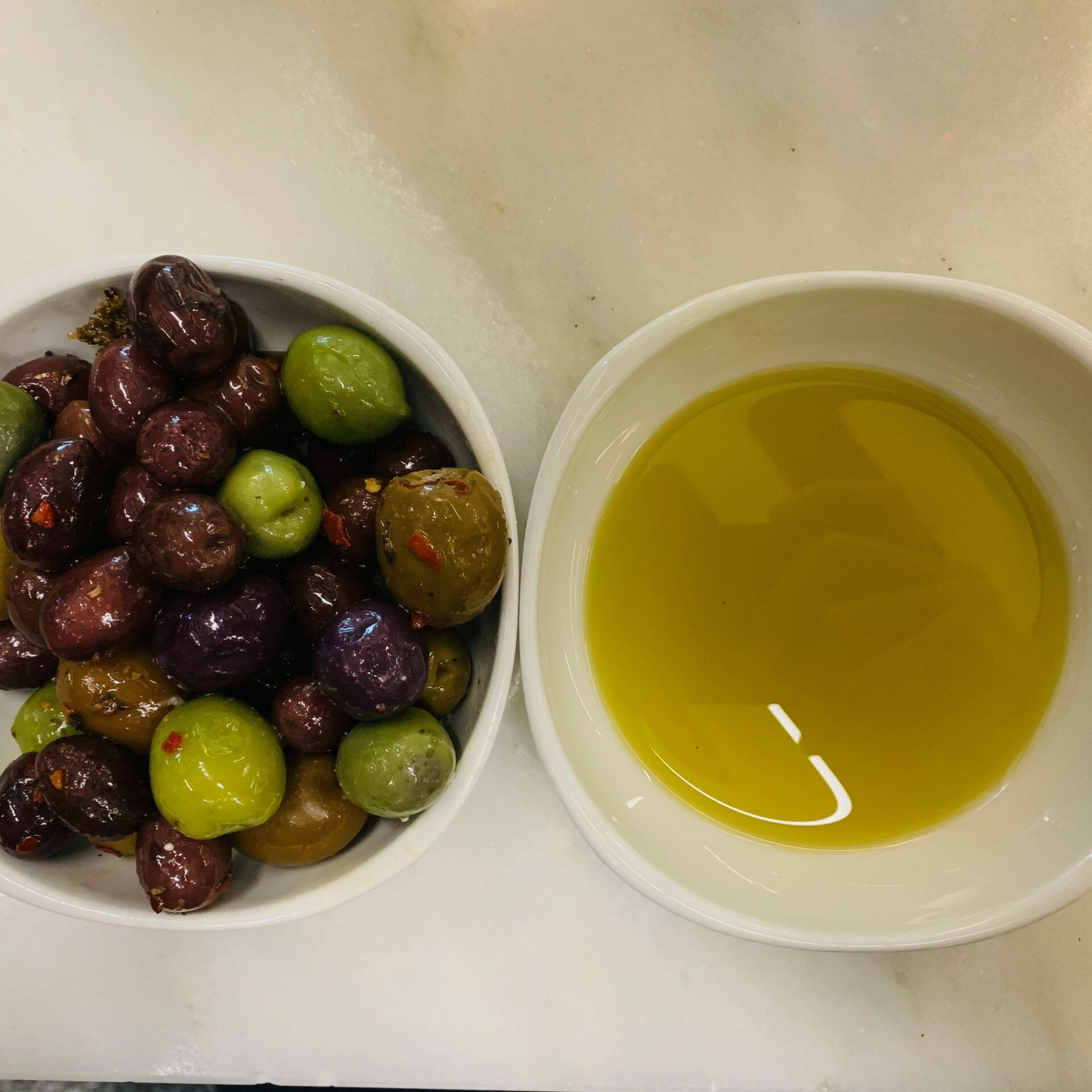 Olives with extra virgin olive oil (Ecco)