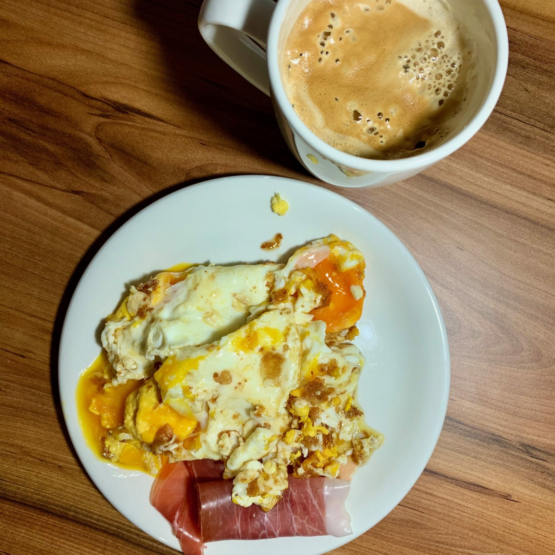Scrambled eggs with prosciutto